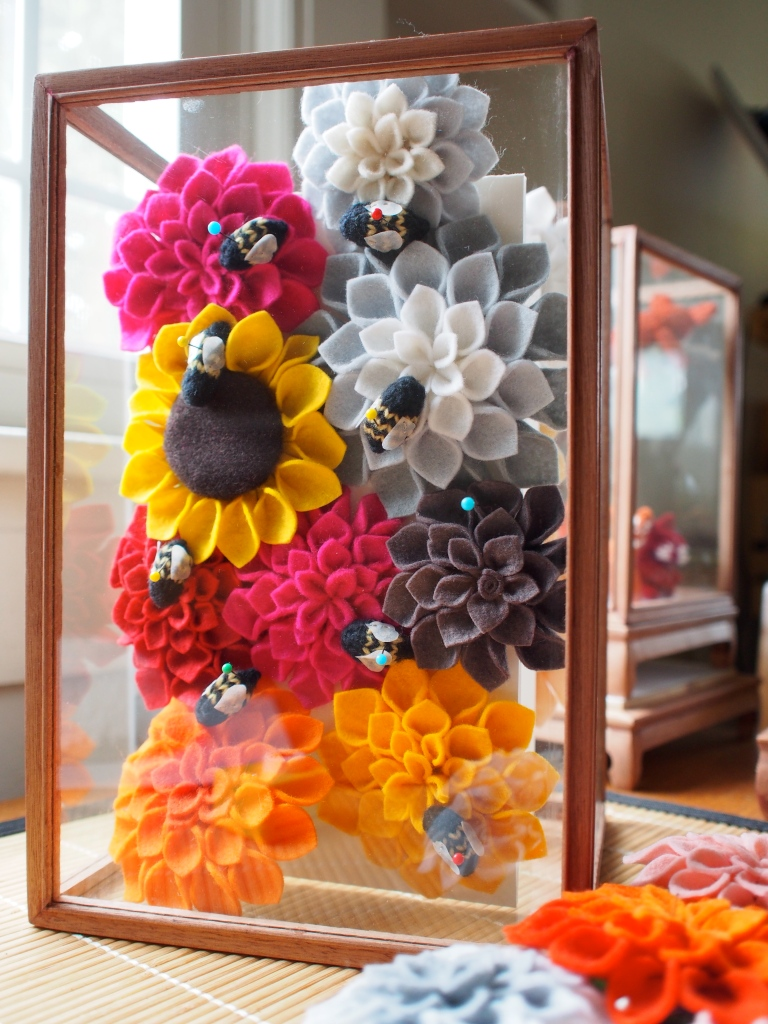 Felt flowers & knit bees
